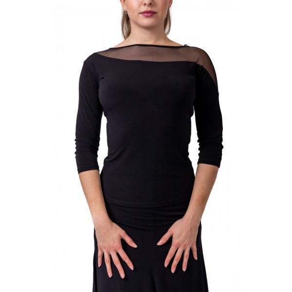 An elegant top three-quarter sleeves