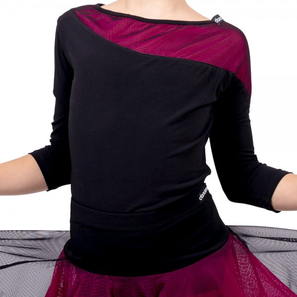 A top with three-quarter sleeves for girls